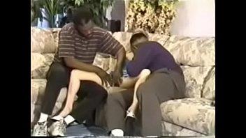 Очкарик с татухами на теле дрючит толстый хуй в глотку и манду плоскодонки