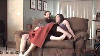 Грудастая милашка имеет себя секс игрушкой