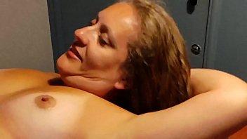 Брюнеточка заполучила бесценный лесбиянский опыт в кабинете гинеколога