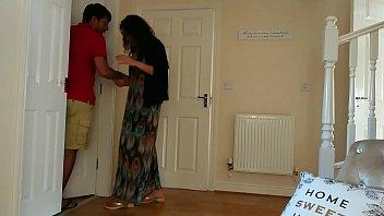 Молоденькая шлюха дрюкается с отчимом на балконе