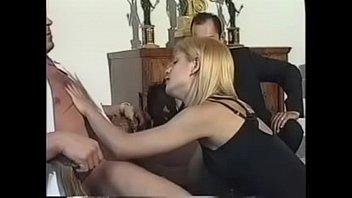 Русские пикаперы раздвинули на секс в толчке обольстительную незнакомку