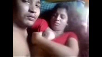 Молодая леди с маленькими грудями дала подруге поласкать щель